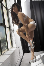 Sunny Leone Strips Off Her White Bra And Panties 04