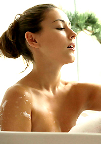 RELAXING BATH WITH IVY