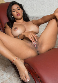 Kendra Roll Stuffing Her Fingers