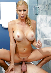 Blonde MILF With Amazing Body Alexis Fawx